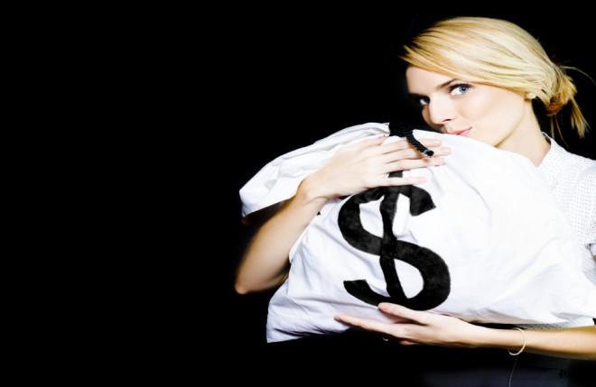 grasping money