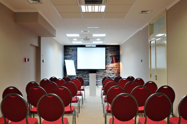 empty room - event attendance