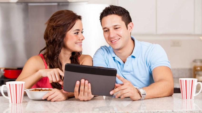 Couple Reads News Edit