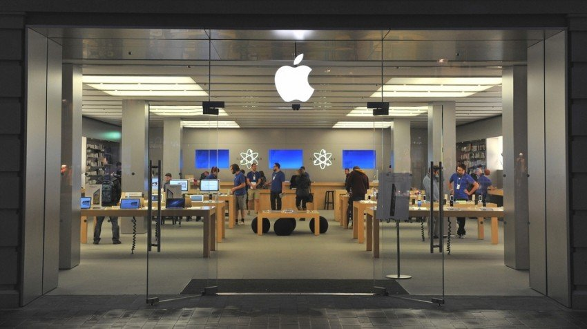 Apple Stores Will Fix Broken iPhone Displays Starting This Week
