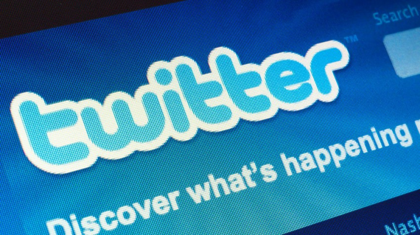 engage customers on twitter
