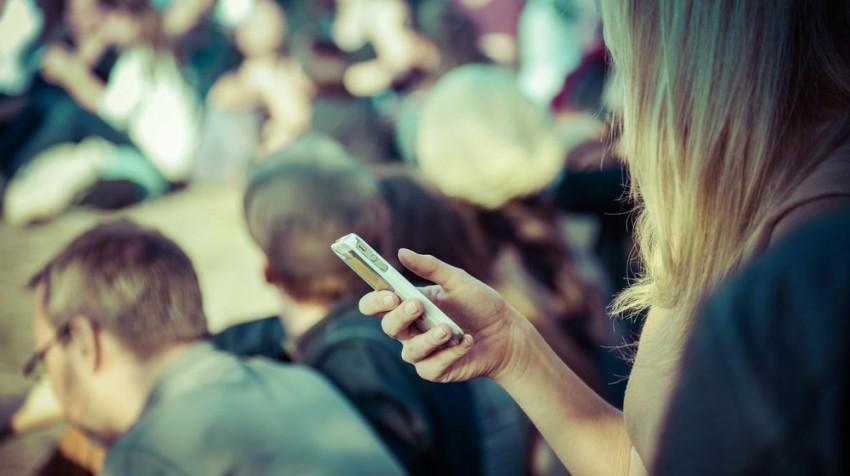 mobile advertising versus