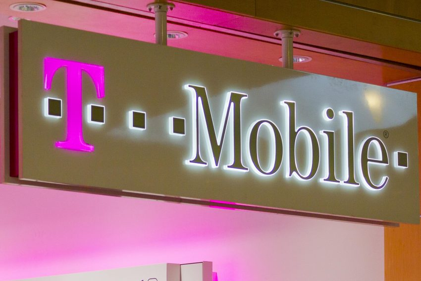 T-Mobile, Yelp Announce Strong Q1 Earnings, Apple Struggles