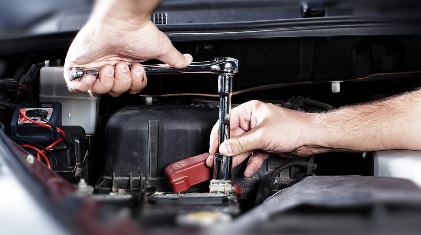 9 Service Professionals Your Company Needs on Speed Dial - Auto Mechanic