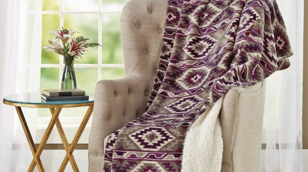 20 Best Business Gifts Under 25 Dollars for 2016 - Velvet Plush Throw