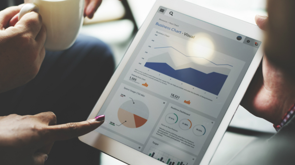 Are Small Businesses Too Quick To Outsource Data Analytics? - Small Business Trends
