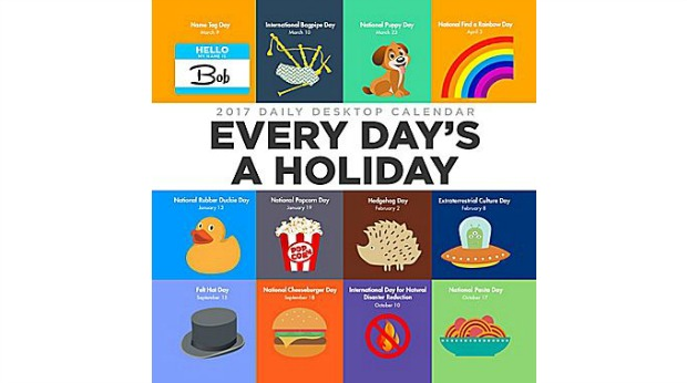 Holiday Gift Ideas for Employees - Holiday Desk Calendar