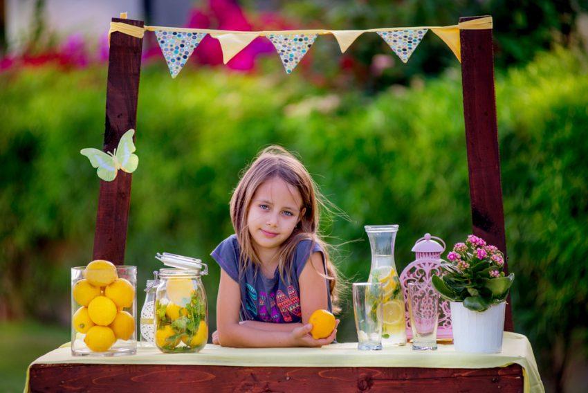 50 Small Business Ideas for Kids - Lemonade Seller