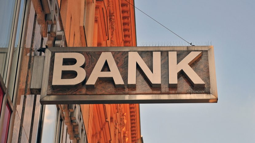 When shopping around for a bank, which account add-ons and features are worth getting and which are just a waste? Here's a list of the best bank services.