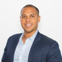 Do you know how to respond to a bad review on Yelp? Darnell Holloway, Yelp's Director of Business Outreach says that a quick and personal response is best.