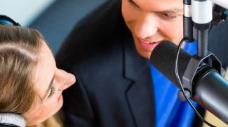 Many businesses nowadays are using podcasts as a a powerful marketing tool for improving their prospects. Discover the 6 benefits of podcasting.