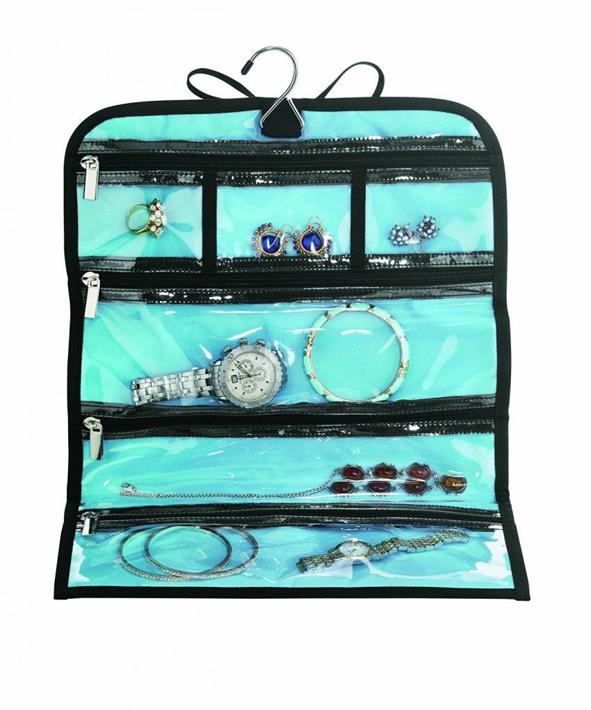 25 accessoires de voyage pour femmes - Rouleau de bijoux Conair