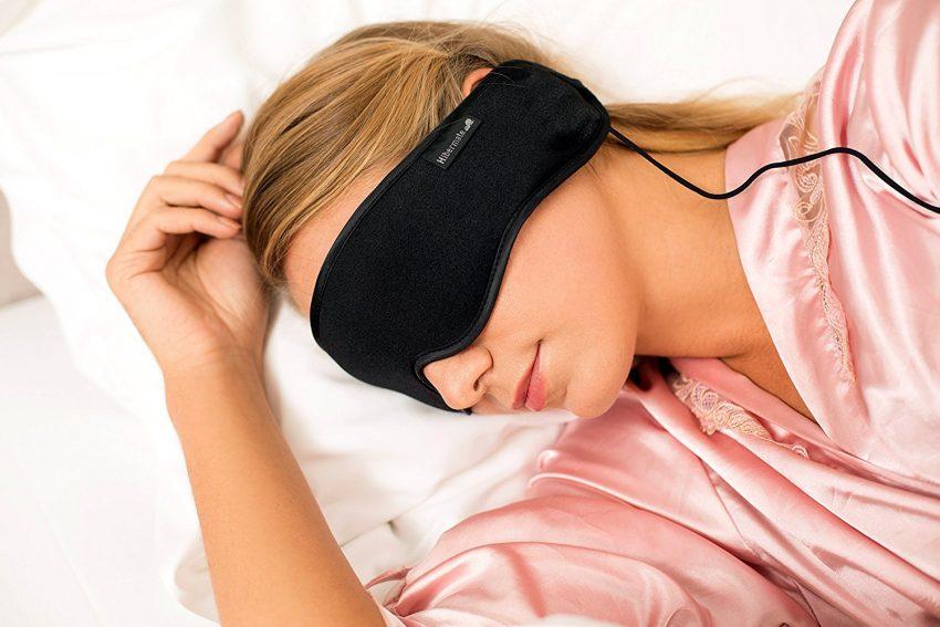 25 accessoires de voyage pour femmes - casque et masque de sommeil hibernate