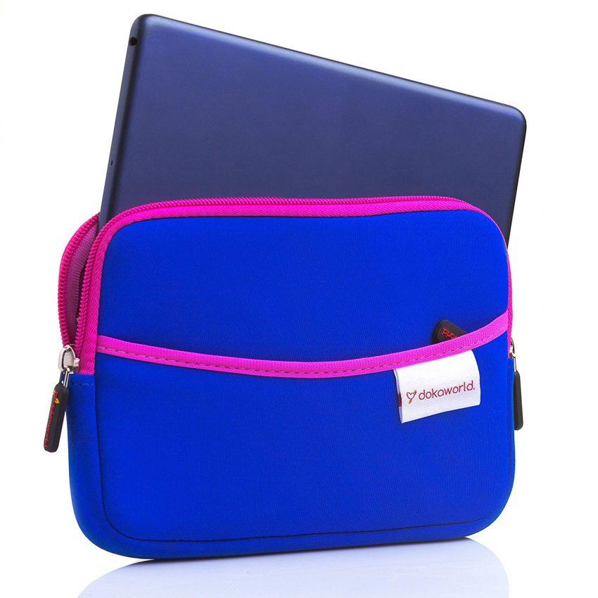 25 accessoires de voyage pour femmes - Housse pour tablette en néoprène