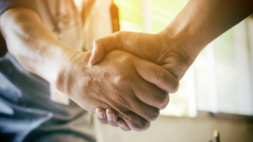 These 10 Tips Will Make You a Business Handshake Pro