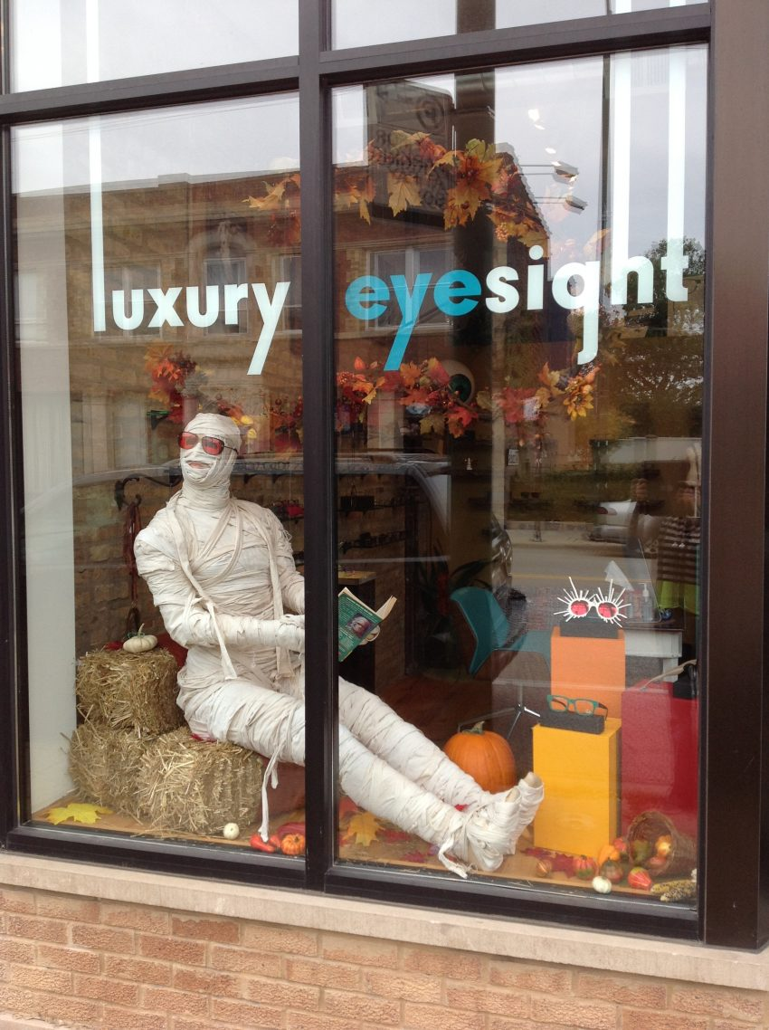 25 Examples of Halloween Retail Displays to Inspire You - Eyewear Mummy Mannequin - Halloween Retail Displays - Halloween Retail Ideas - Halloween Display Ideas