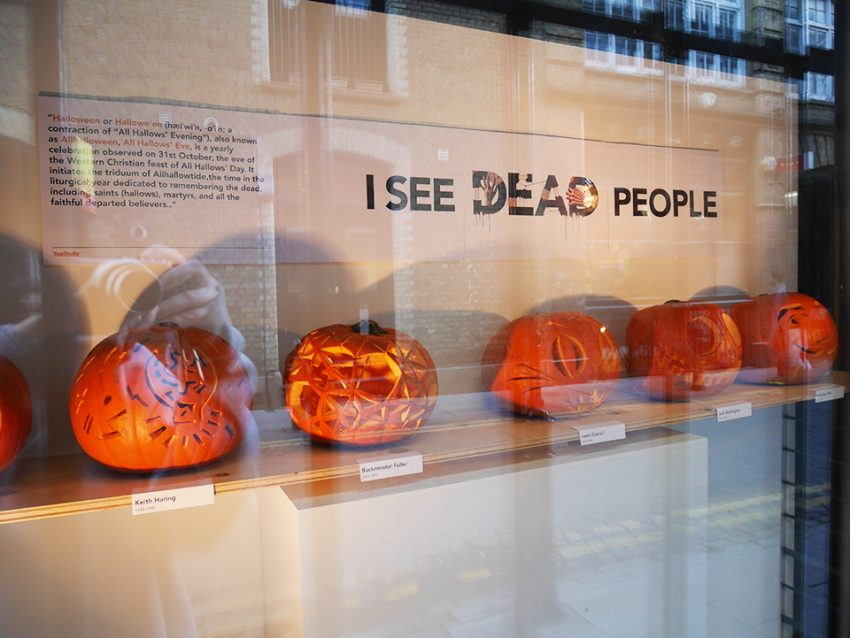 25 Examples of Halloween Retail Displays to Inspire You - Carved Pumpkin Display - Halloween Retail Displays - Halloween Retail Ideas - Halloween Display Ideas