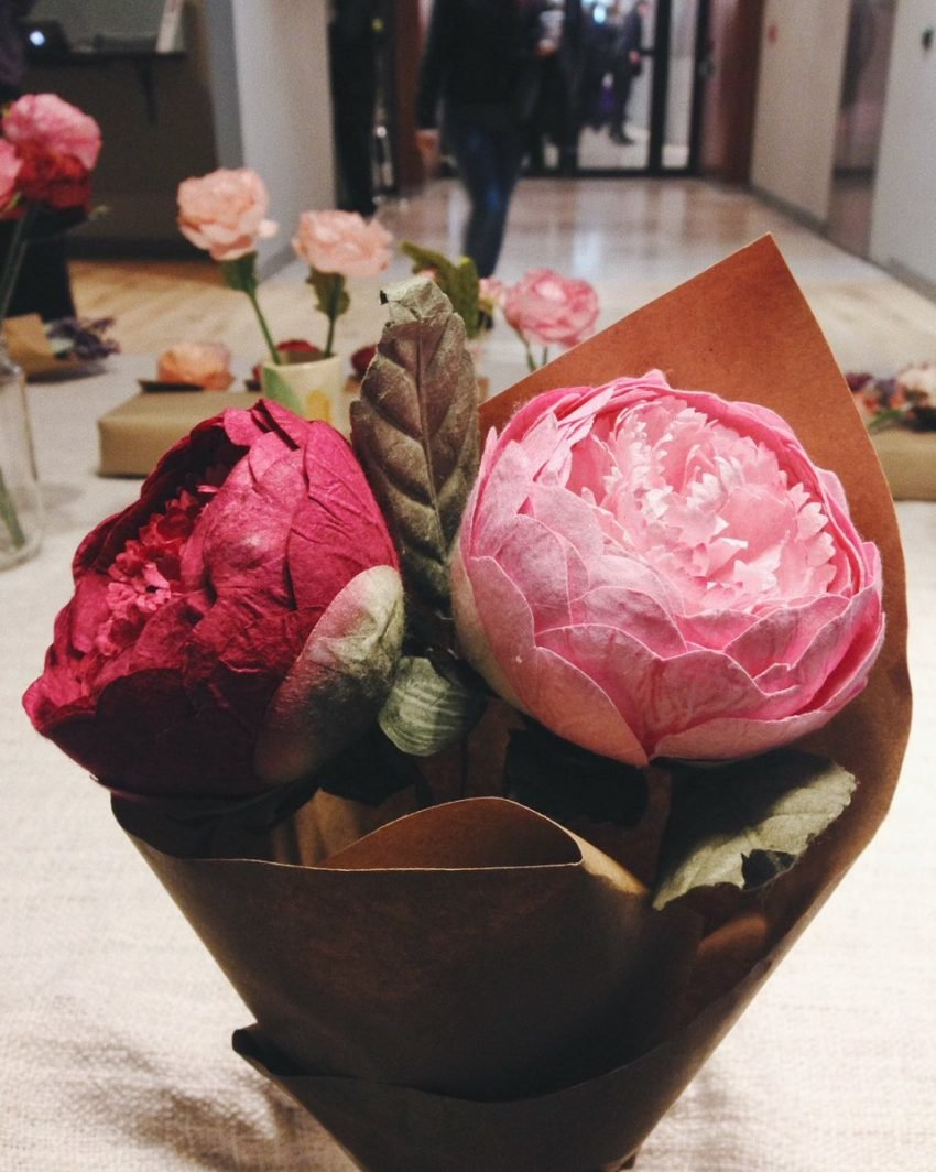 25 Eye Popping Pop-up Shop Examples to Inspire Your Small Business - Handmade Flower Pop-up at Coworking Space