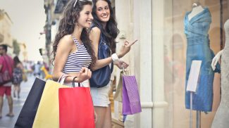 Do These 7 Things to Get Your Store Ready for Summer