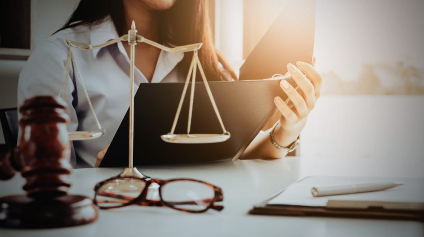 10 Topics to Discuss with a Lawyer Before Starting a Business - Small  Business Trends