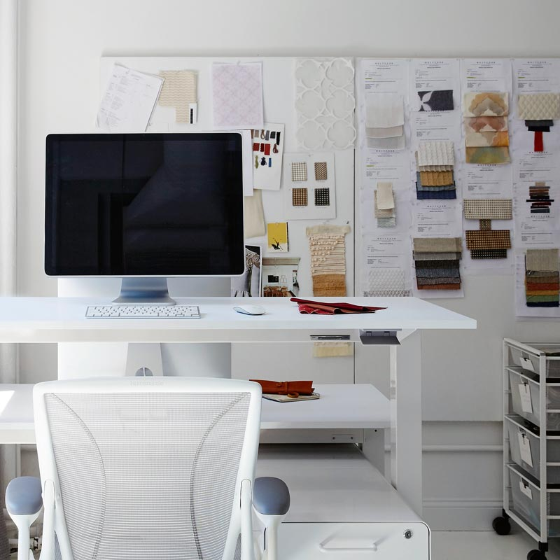 What is the Best Standing Desk for Your Business? - Humanscale Float Table