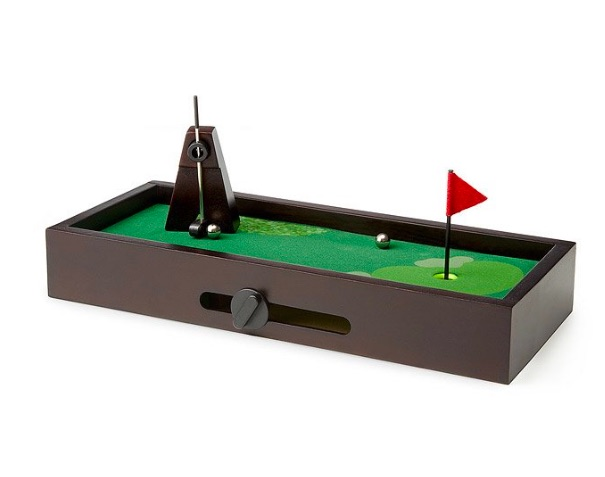 20 Christmas Gifts for Coworkers - Desktop Golf