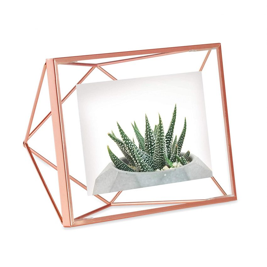 Clever Holiday Gift Ideas for Employees - Geometric Wire Photo Frame