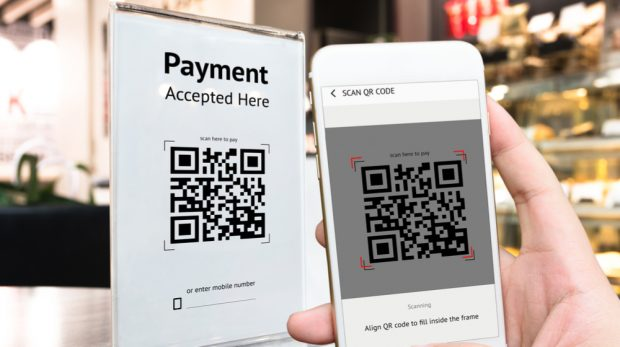 Should Your Retail Store Stop Accepting Cash Like Other Cashless Businesses?