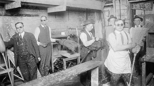20 Vintage Factories of Yesteryear