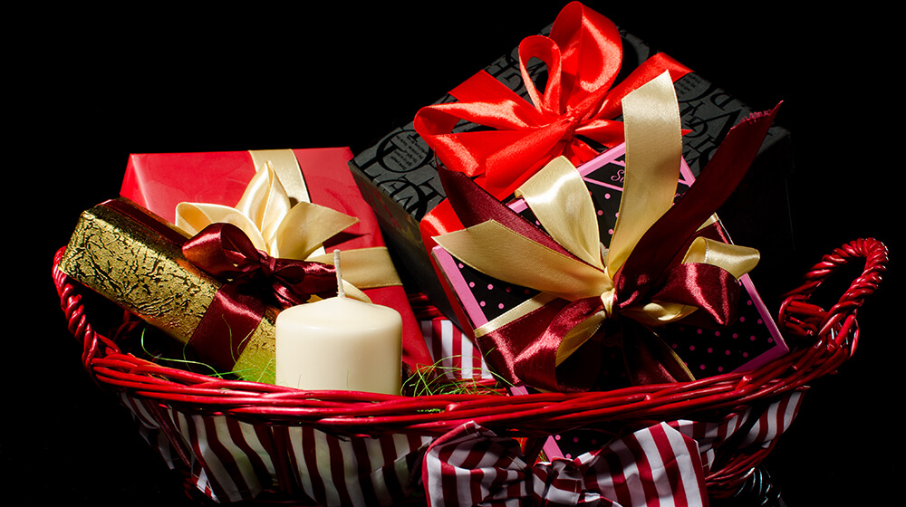 25 Holiday Gift Basket Ideas for Businesses