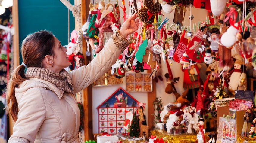 How to Set Up Your Business at a Holiday Market