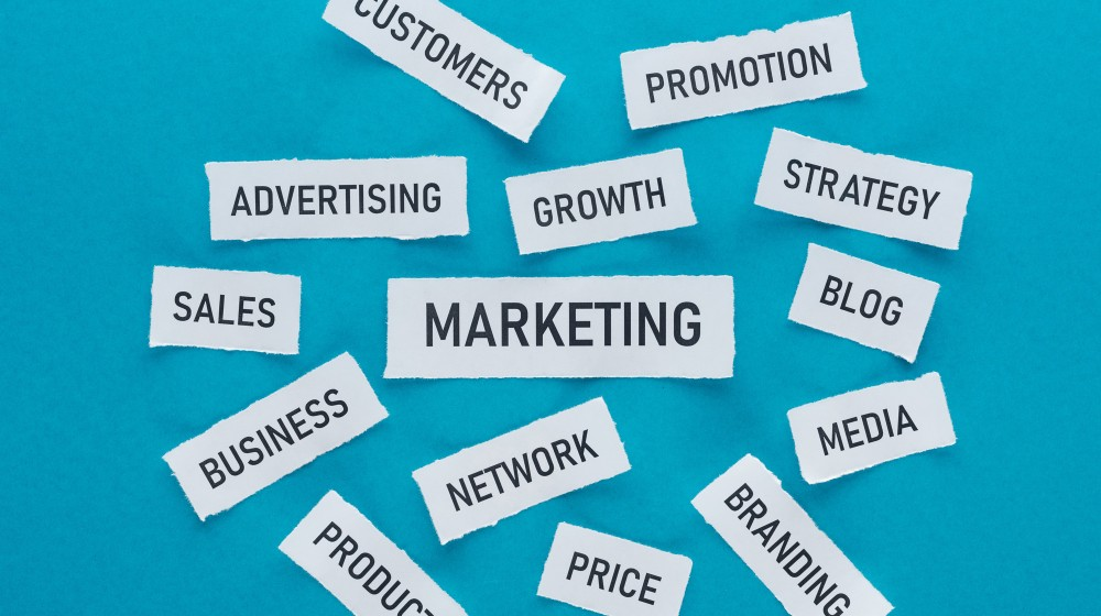 difference marketing vs advertising
